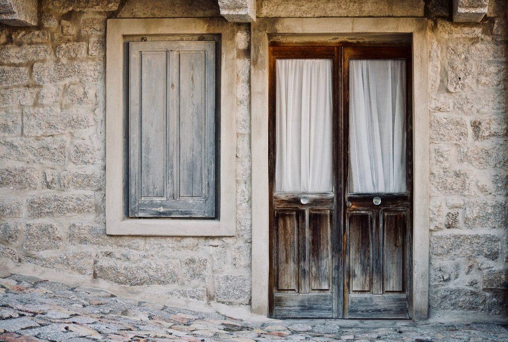 Voorkant van een huis in Italië voor maar 1 euro
